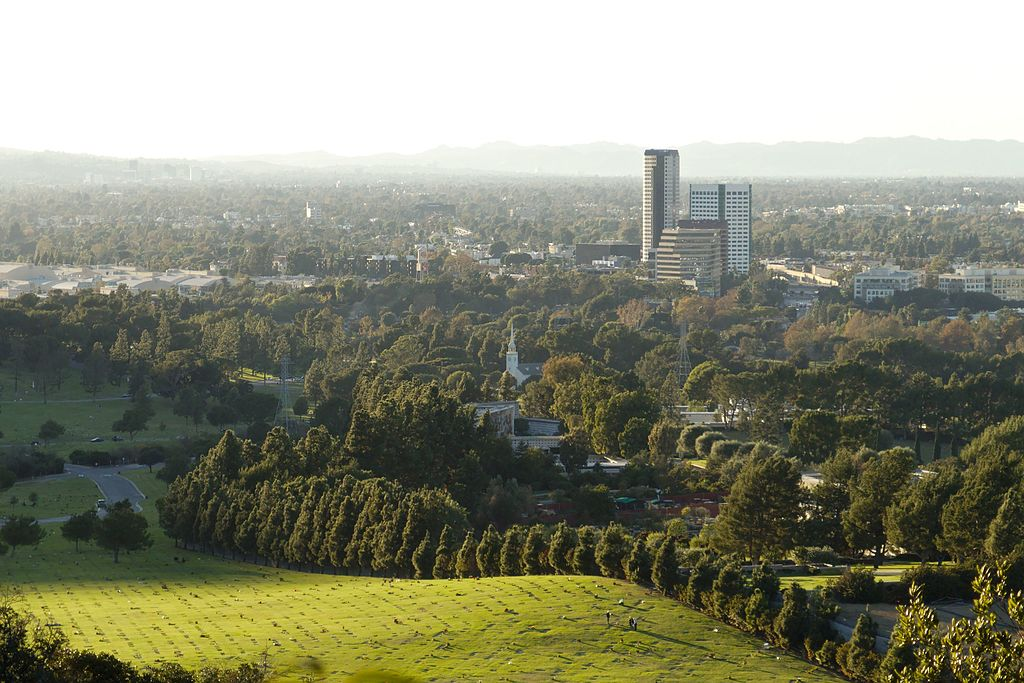 Forest_Lawn_Memorial_Park_view_from_Griffith_Park_2015-11-07
